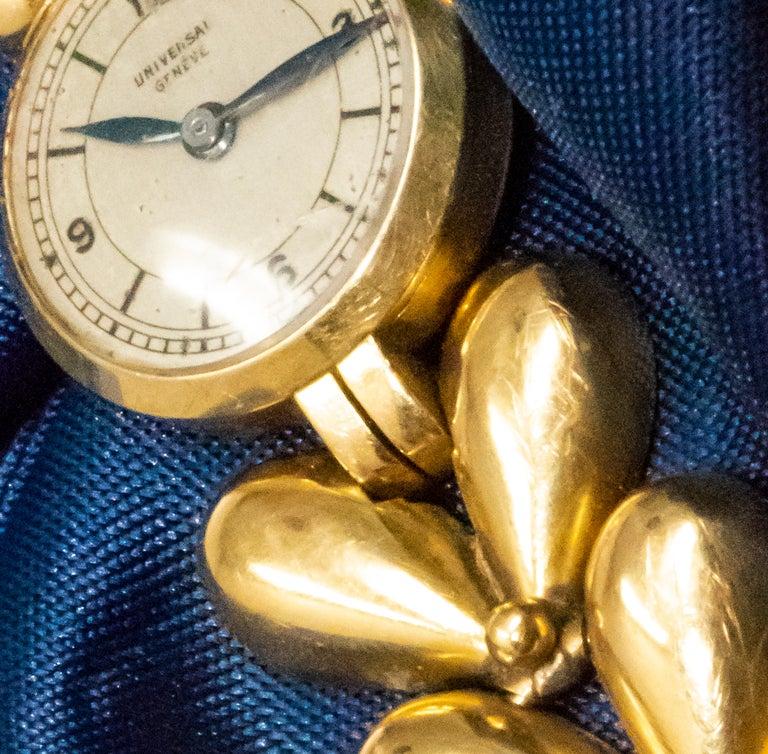 1950s Universal Flower Petal Motif 18 Karat Yellow Gold Bracelet Wristwatch For Sale 6