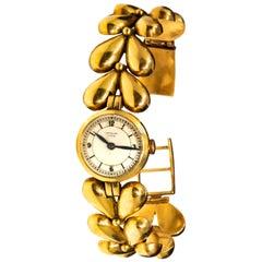 1950s Universal Flower Petal Motif 18 Karat Yellow Gold Bracelet Wristwatch