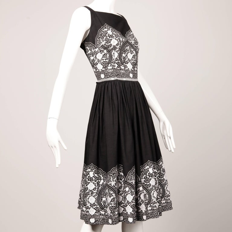 Women's 1950s Vintage Black + White Cotton Patio Dress with Rhinestone Detail For Sale