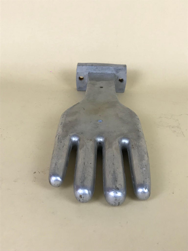1950s Vintage French Freestanding Aluminum Industrial Leather Glove Mold In Good Condition For Sale In Milan, IT