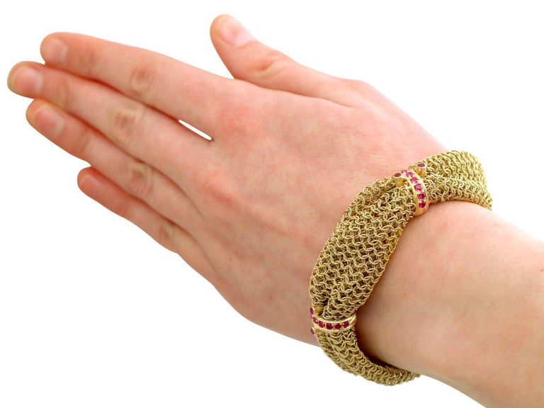 1950s Vintage Italian 1.39 Carat Ruby and Yellow Gold Bracelet For Sale 3