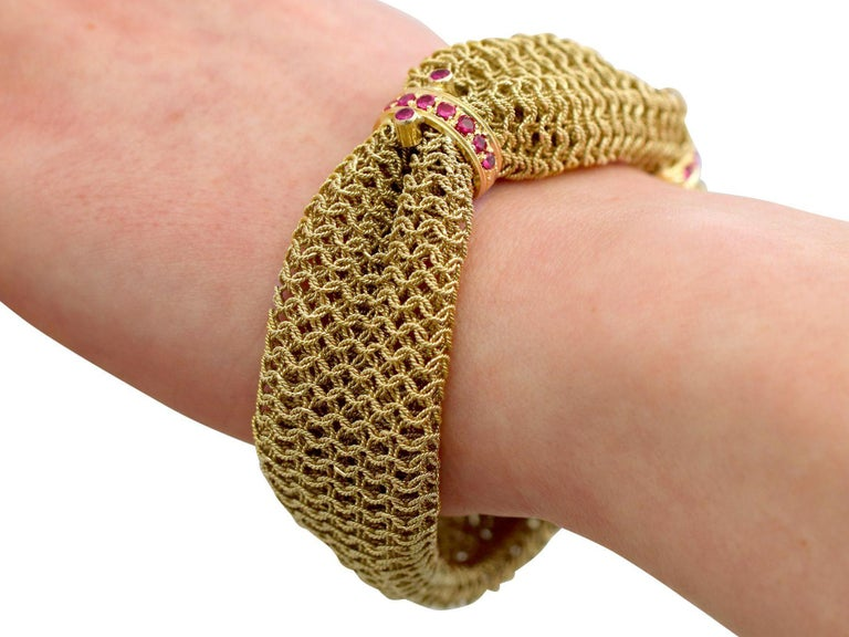 1950s Vintage Italian 1.39 Carat Ruby and Yellow Gold Bracelet For Sale 4