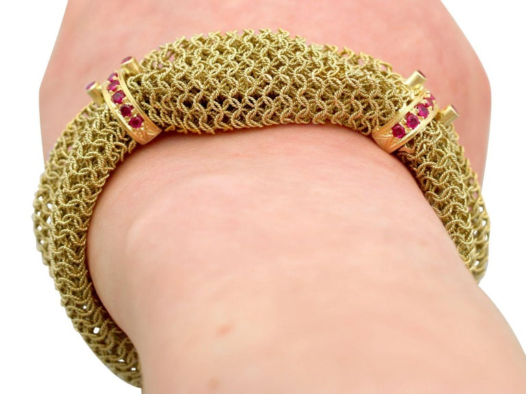 1950s Vintage Italian 1.39 Carat Ruby and Yellow Gold Bracelet For Sale 5