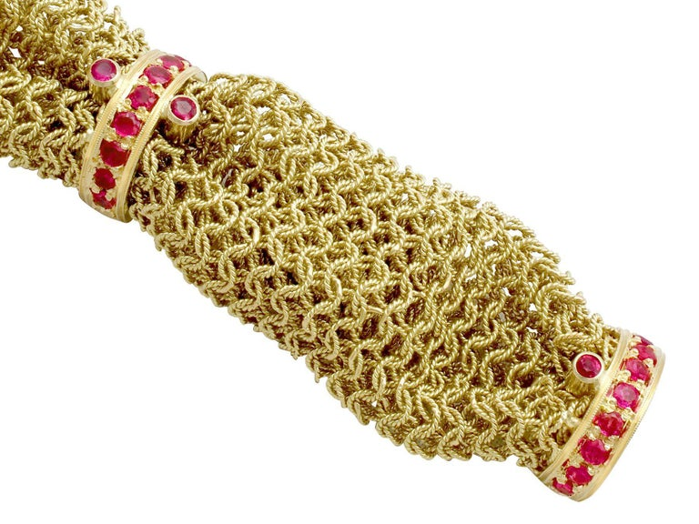 Women's 1950s Vintage Italian 1.39 Carat Ruby and Yellow Gold Bracelet For Sale