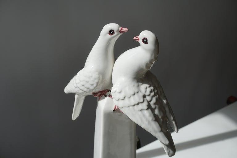 1950s Vintage Italian Neoclassical Porcelain Obelisk For Sale 1