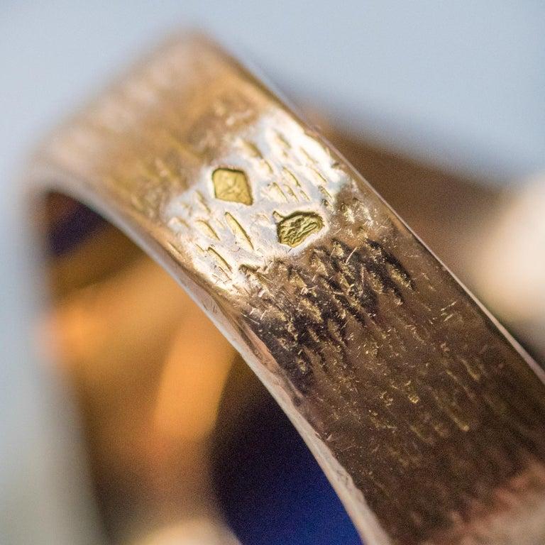 1950s Vintage Lapis Lazuli Chiseled 18 Karat Yellow Gold Signet Ring For Sale 4