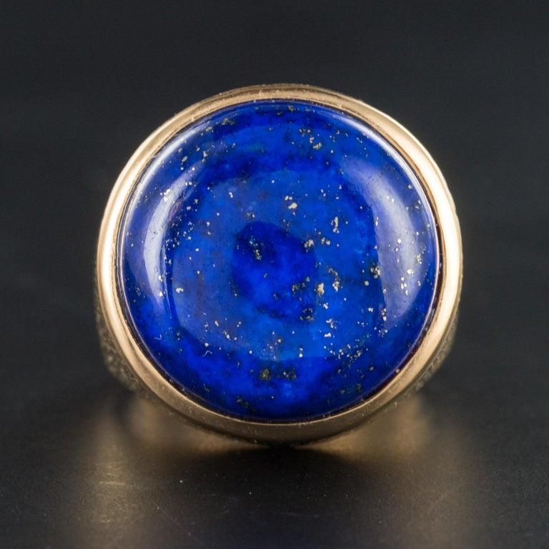 Women's 1950s Vintage Lapis Lazuli Chiseled 18 Karat Yellow Gold Signet Ring For Sale