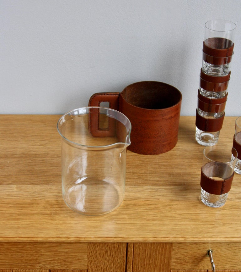 1950s Vintage Tan Leather Jug and 6 Hand Blown Glasses by Carl Auböck In Excellent Condition For Sale In London, GB