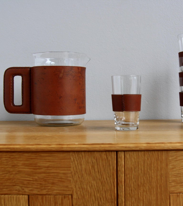 Mid-20th Century 1950s Vintage Tan Leather Jug and 6 Hand Blown Glasses by Carl Auböck For Sale