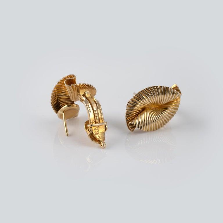 1950s Vintage Tiffany & Co 14 Karat Gold Double Fan Clip Earrings In Good Condition For Sale In Preston, Lancashire
