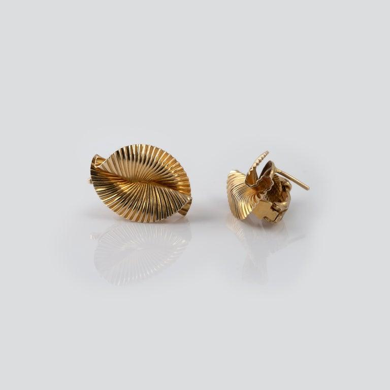 Women's 1950s Vintage Tiffany & Co 14 Karat Gold Double Fan Clip Earrings For Sale
