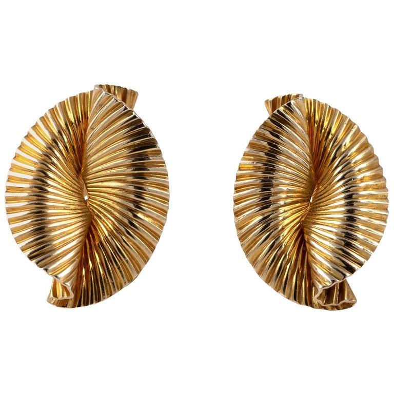 1950s Vintage Tiffany & Co 14 Karat Gold Double Fan Clip Earrings For Sale