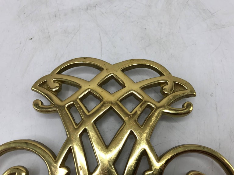 Offered is a beautiful, 1950s solid-brass Virginia Metalcrafters Thomas Jefferson Monticello Cypher trivet.