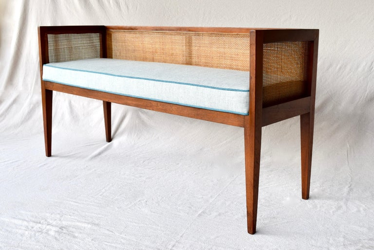 1950s Walnut Window Bench Attributed to Edward Wormley for Dunbar In Excellent Condition In Southampton, NJ