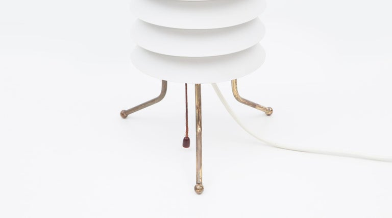 Mid-Century Modern 1950s White Aluminum Table Lamp by Ilmari Tapiovaara For Sale