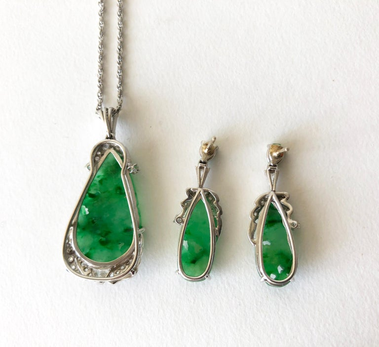 1950s White Gold Carved Jade Diamond Necklace Earrings Set In Good Condition For Sale In Los Angeles, CA