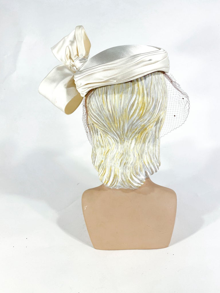 1950s White Satin Cocktail Hat with Sculpted Bow For Sale 1