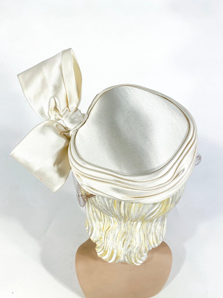 1950s White Satin Cocktail Hat with Sculpted Bow For Sale 2