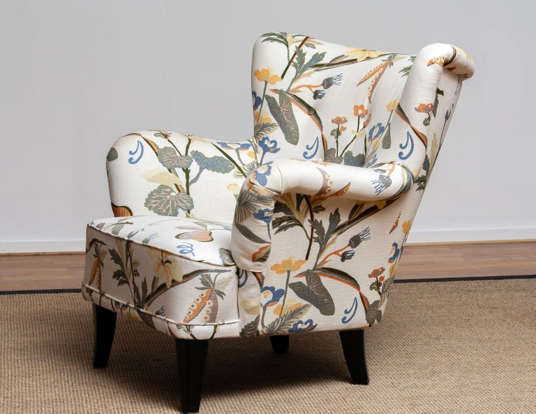 Extremely beautiful 1940s-1950s arm / lounge / club chair upholstered (in a later period) with the typical floral print fabric designed by Josef Frank. This chair is designed by Ilmari Lappalainen for Asko, Finland.