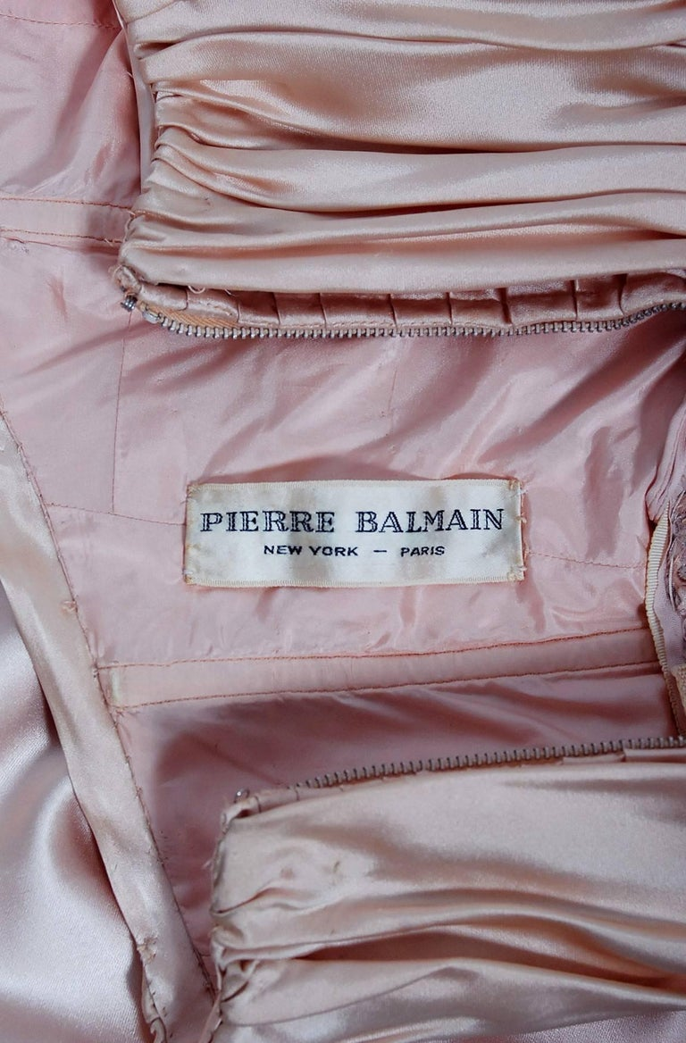 Vintage 1952 Pierre Balmain Couture Pale-Pink Silk Lace Strapless Trained Gown  For Sale 5