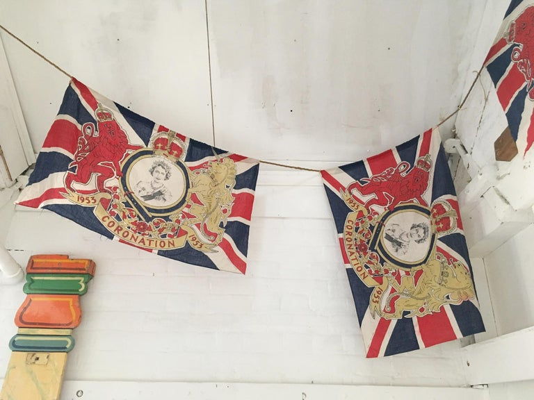 1953 Royal Coronation Flag Bunting 13.5 Metres In Good Condition For Sale In Hastings, GB