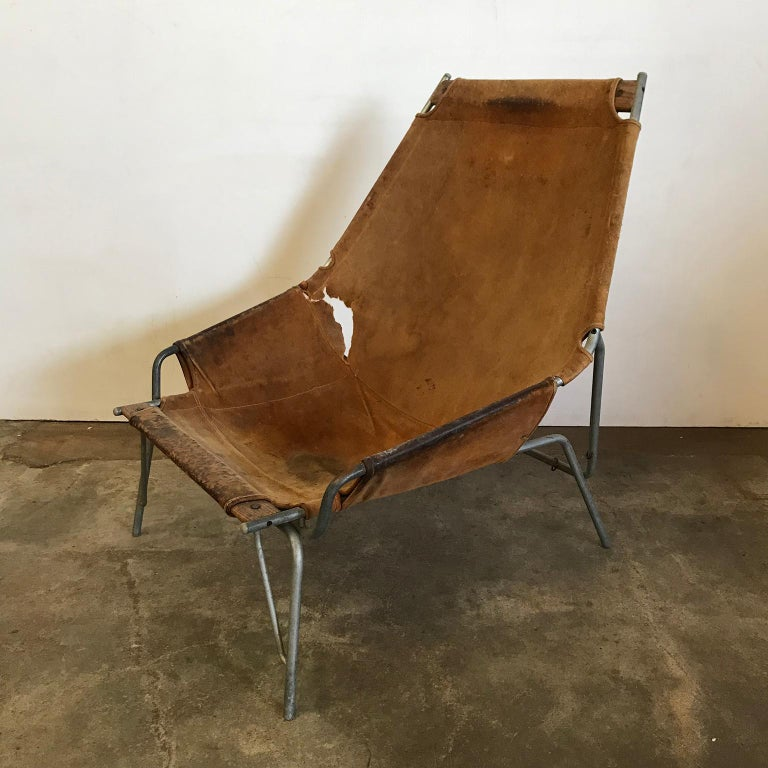 Beautiful Tubular chair with leather (suede) cover. Also the inner side of a neck-rest is available, without the attachment (see picture #7). The cover shows traces of wear like many stains, change of color, wear and damage (#2, #8 and #9). The