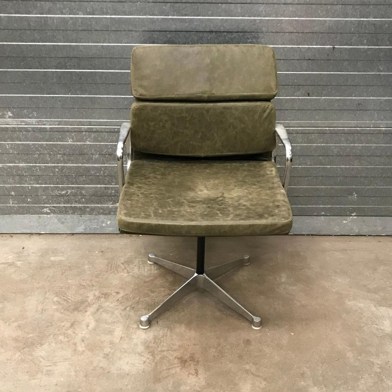 1958, Eames for Herman Miller, Early EA 207 Softpad in Green Vintage Leather For Sale 3