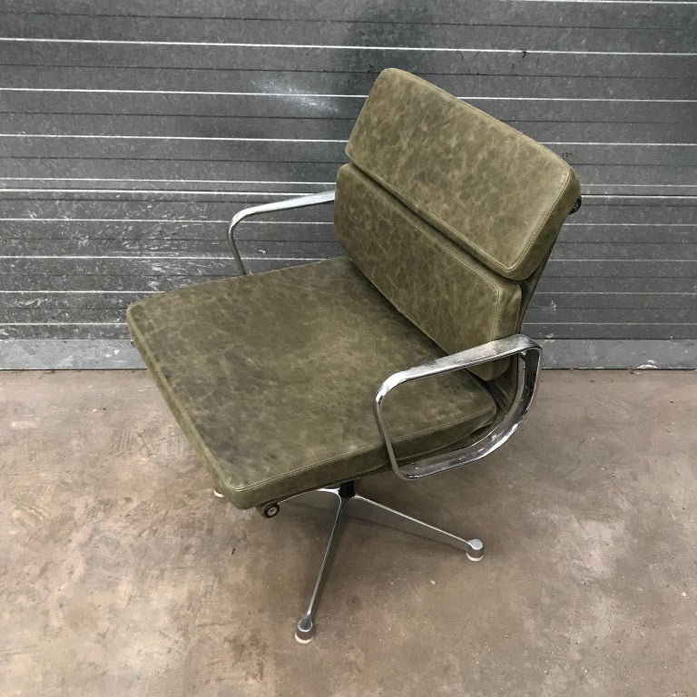 1958, Eames for Herman Miller, Early EA 207 Softpad in Green Vintage Leather For Sale 4