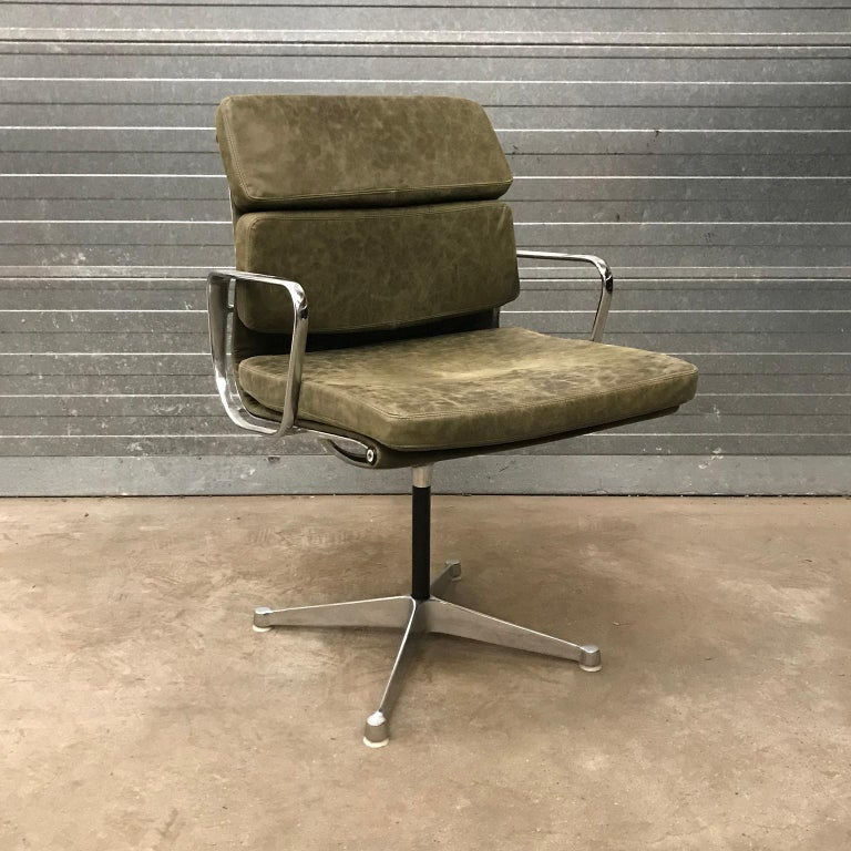 Mid-Century Modern 1958, Eames for Herman Miller, Early EA 207 Softpad in Green Vintage Leather For Sale