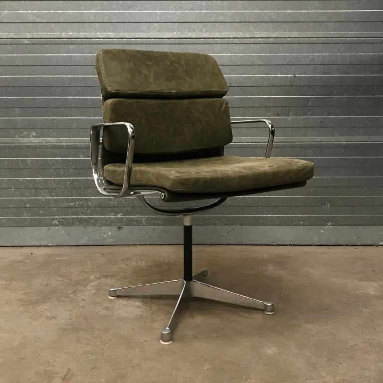 American 1958, Eames for Herman Miller, Early EA 207 Softpad in Green Vintage Leather For Sale