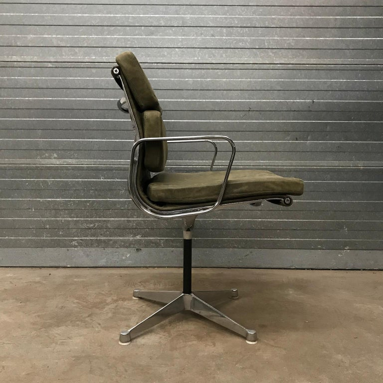 1958, Eames for Herman Miller, Early EA 207 Softpad in Green Vintage Leather In Good Condition For Sale In IJmuiden, North Holland