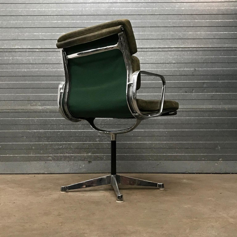 Aluminum 1958, Eames for Herman Miller, Early EA 207 Softpad in Green Vintage Leather For Sale