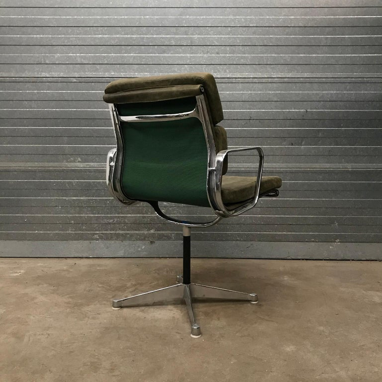 1958, Eames for Herman Miller, Early EA 207 Softpad in Green Vintage Leather For Sale 1