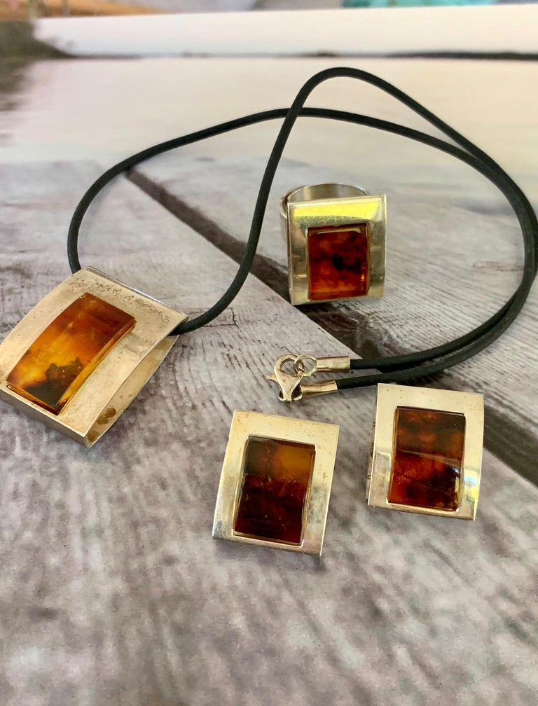 1960s-1980s 3-Piece Amber and Sterling Pendant Necklace, Ring and Earrings Set For Sale 5