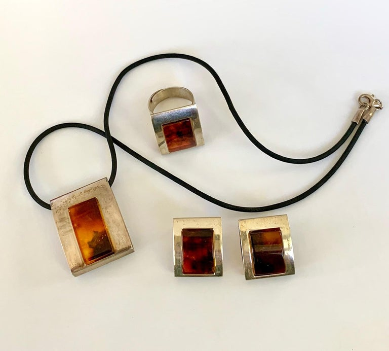 1960s-1980s 3-Piece Amber and Sterling Pendant Necklace, Ring and Earrings Set For Sale 6