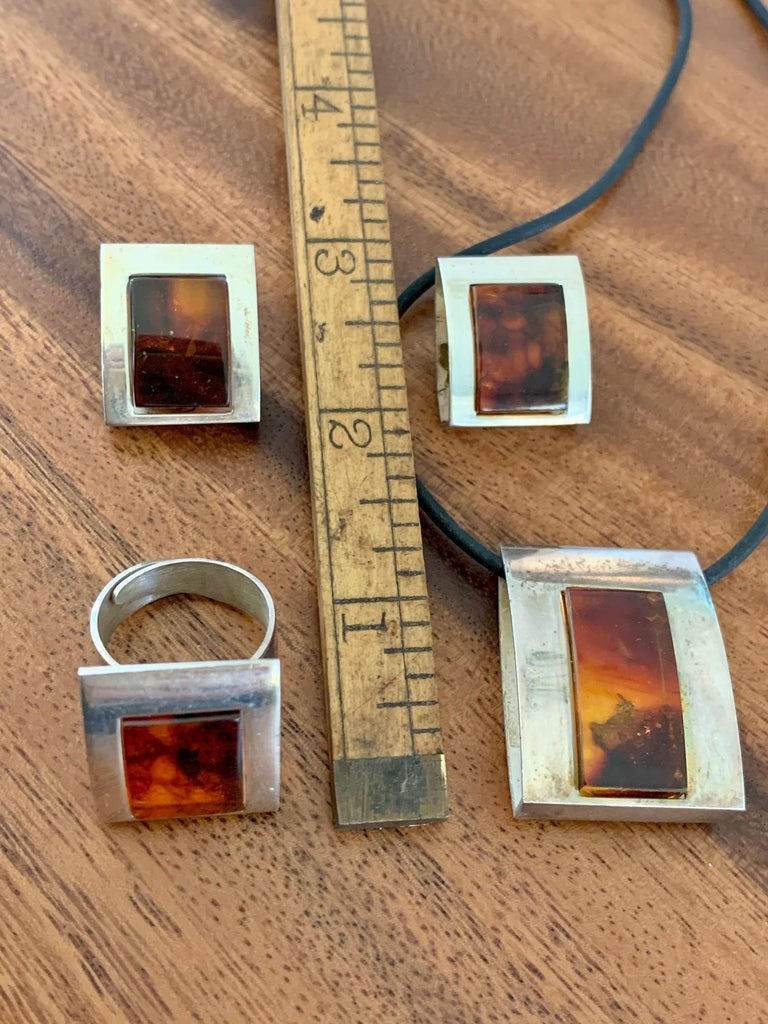 1960s-1980s 3-Piece Amber and Sterling Pendant Necklace, Ring and Earrings Set For Sale 8