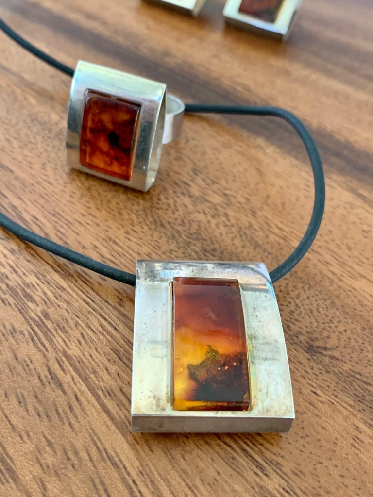 1960s-1980s 3-Piece Amber and Sterling Pendant Necklace, Ring and Earrings Set For Sale 1