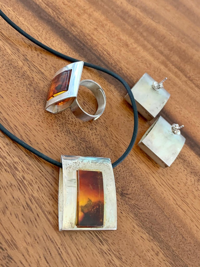 1960s-1980s 3-Piece Amber and Sterling Pendant Necklace, Ring and Earrings Set For Sale 2