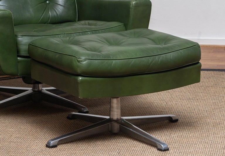 1960 Bottle Green Leather Swivel and Rocking Lounge Chair and Ottoman by Ulferts In Good Condition In Silvolde, Gelderland