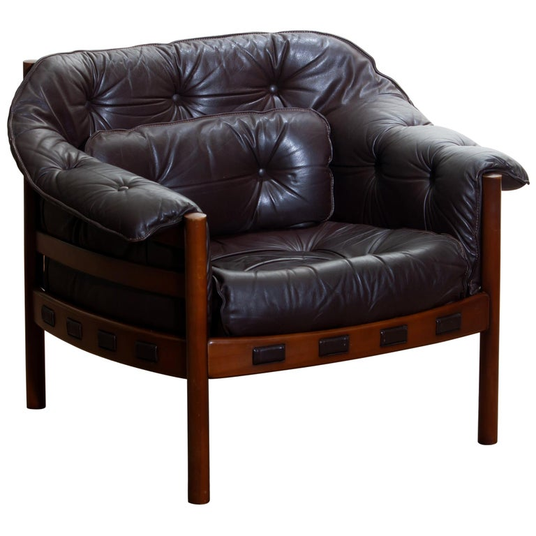 1960s brown leather lounge chair with designed by Arne Norell for Coja, Sweden. This lounge chair is in, overall, good condition.