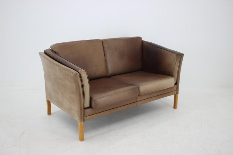 1960 Danish 2-Seat Leather Sofa In Good Condition For Sale In Praha, CZ