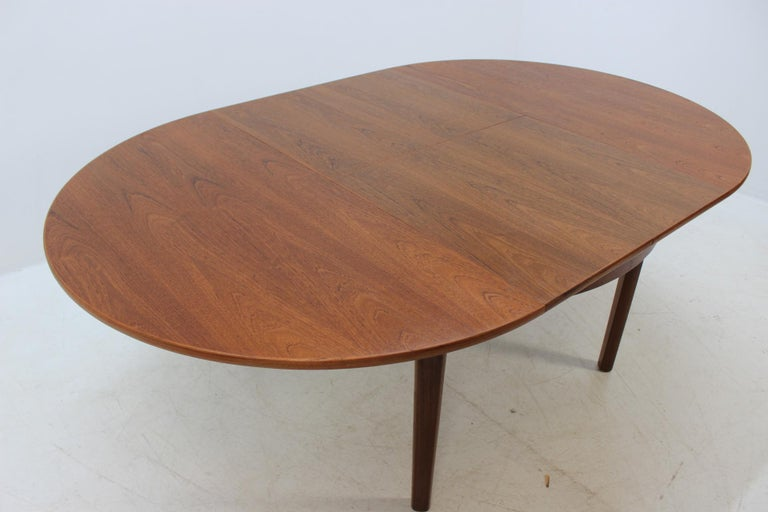 1960 Danish Round Extendable Dining Table At 1stdibs