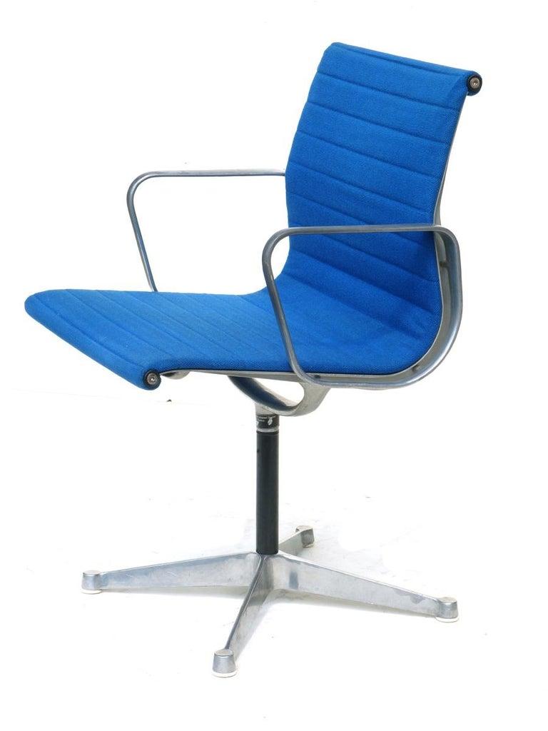Aluminum frame Blue fabric seat Excellent condition.