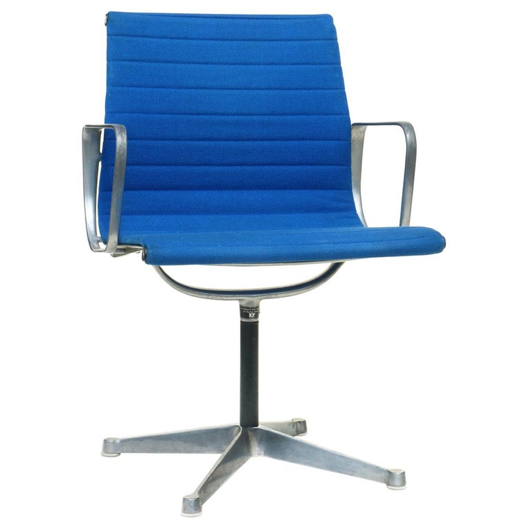 1960 EA 108 Charles Ray Eames Herman Miller ICF Design Blue Swivel Chair For Sale