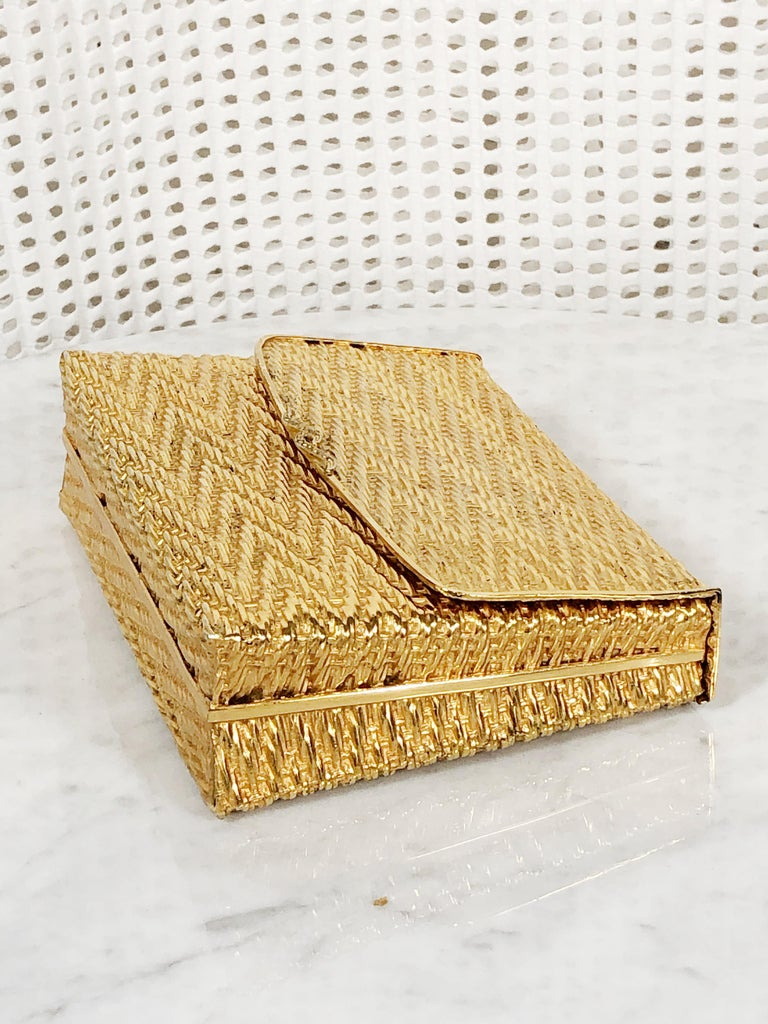 1960 Gold Metal Basket Weave Textured Evening Box Clutch w/ Mirror In Excellent Condition For Sale In San Francisco, CA