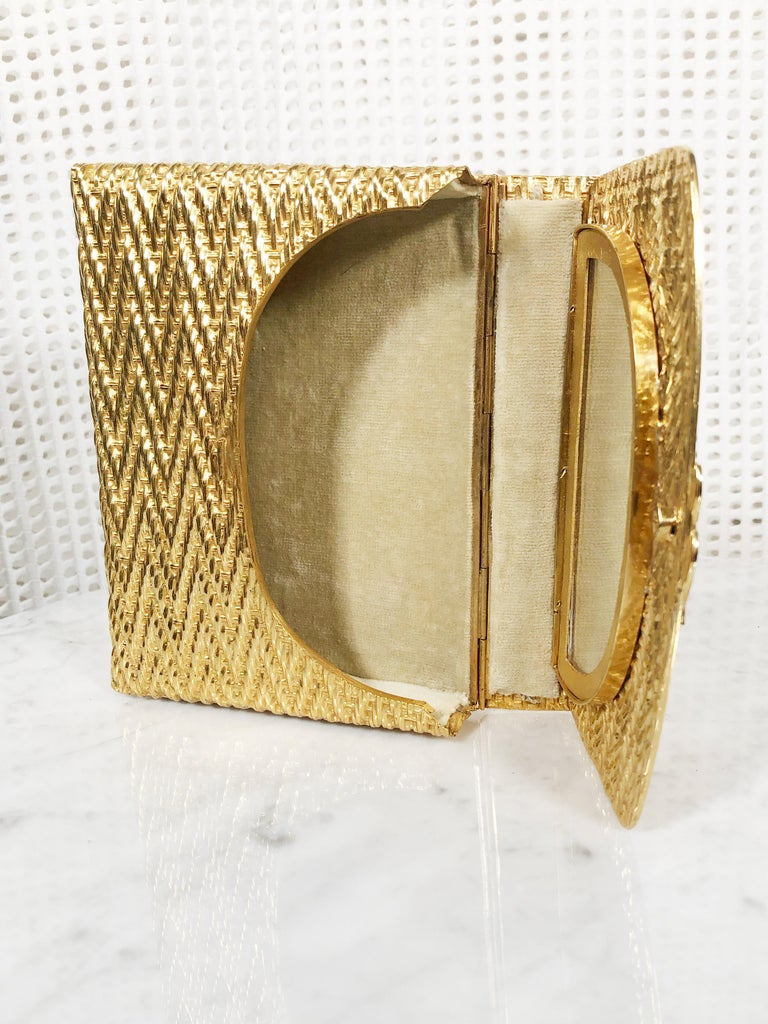 Women's 1960 Gold Metal Basket Weave Textured Evening Box Clutch w/ Mirror For Sale