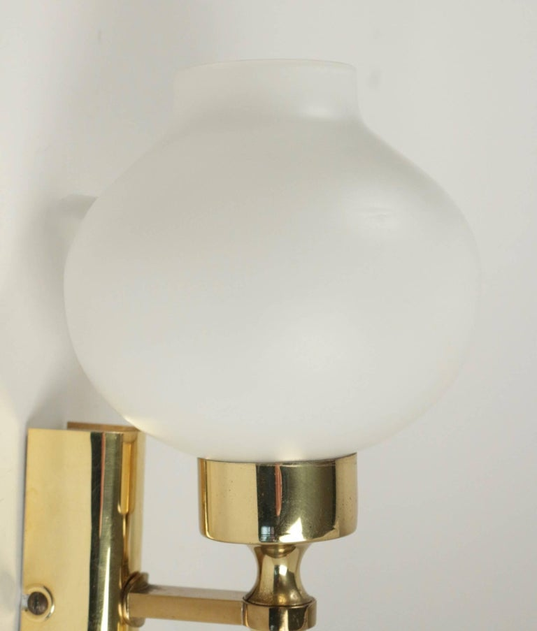 1960 Pair of Sconces Stilnovo Brass and Opaline In Good Condition For Sale In Saint-Ouen, FR
