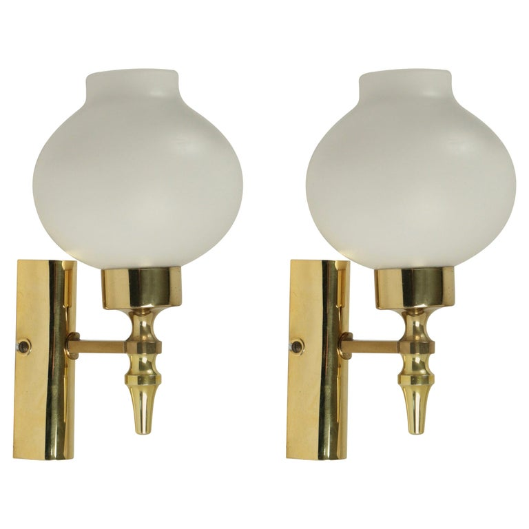 1960 Pair of Sconces Stilnovo Brass and Opaline For Sale