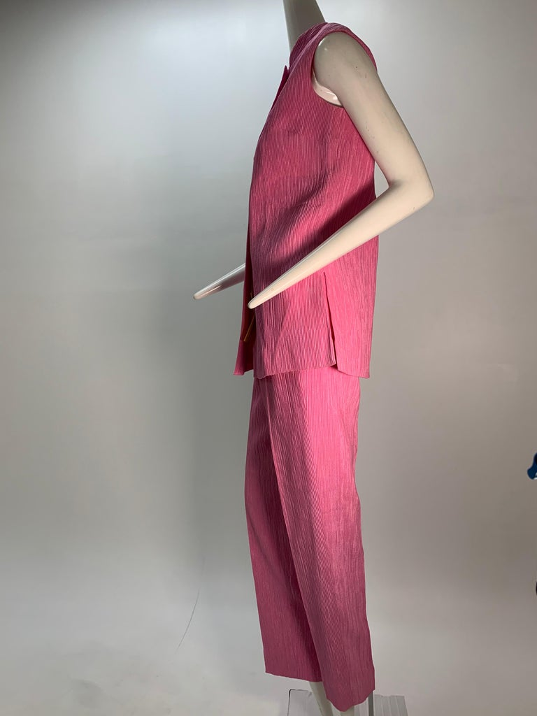 1960 Saks Pink Crinkle Capri Pant & Nehru Tunic Ensemble For Sale 6