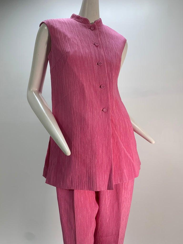 1960 Saks Pink Crinkle Capri Pant & Nehru Tunic Ensemble For Sale 8